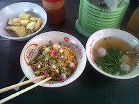 Tempat Makan Enak | Mie Ace + acar bawang
