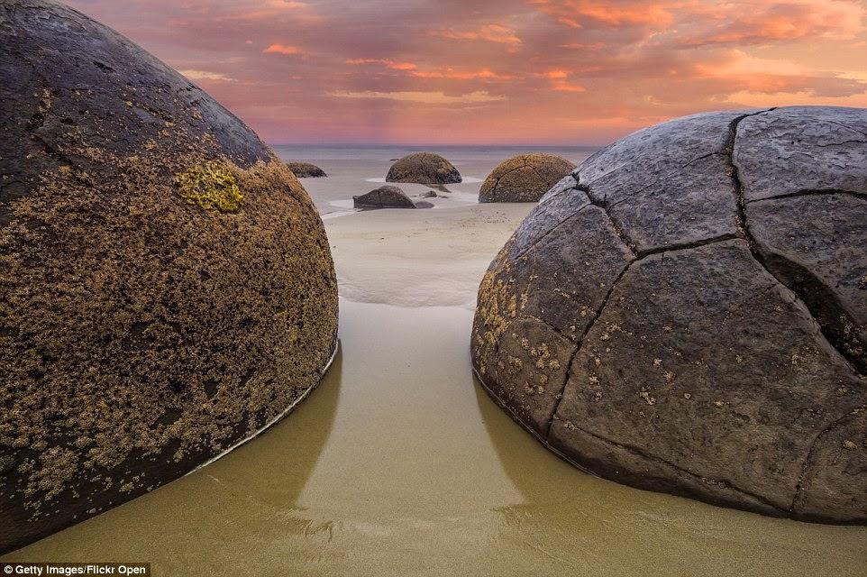 صخور بيضاوية من الرواسب