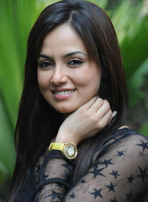sana khan close up unseen pics