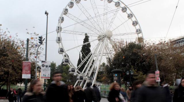 Ακίνητη ακόμα η εορταστική «ρόδα» στο Σύνταγμα  του φερόμενου και διορισμένου Καμίνη ΠΑΣΟΚ/ΣΥΡΙΖΑ ΚΚΕ: Πρώτα ο έλεγχος και μετά θα γυρίσει, λέει ο δήμος Αθηναίων
