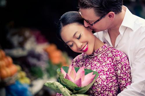 Chọn trang phục cưới áo dài cưới vải hoa
