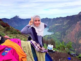 Para Cewek Pendaki Gunung Cantik di Indonesia