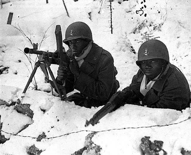 les soldats afro-américains African+American+fighting+at+the+Ardennes+Counteroffensive+WWII+in+1944