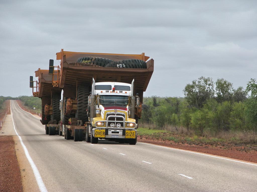 http://4.bp.blogspot.com/-D0tK_KOq-kU/TtTcXHXaATI/AAAAAAAAAZY/KovBpg3fIZQ/s1600/transport_camion_geant_mine.jpg