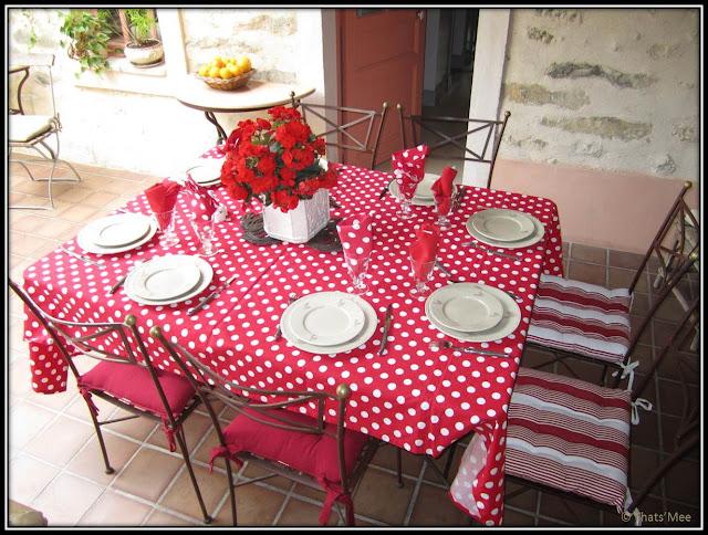 Chambre Hôte Fleur de soleil La Closerie des 3 Marottes Melun table
