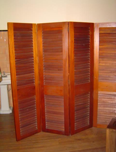 Fotos y dise os de puertas puertas persianas for Disenos de puertas de madera para closets