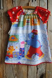 Herlig barnekjole med motiv frå Sesam Stasjon.