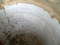 Aquesta altra tina del Xei té els cairons de ceràmica envernissada emblanquinats