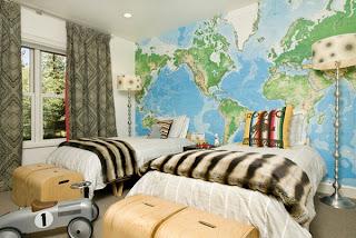 Kamar anak dengan dekorasi peta dunia