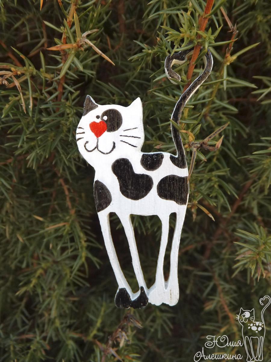 Магнит кот-длинноножка - на дереве