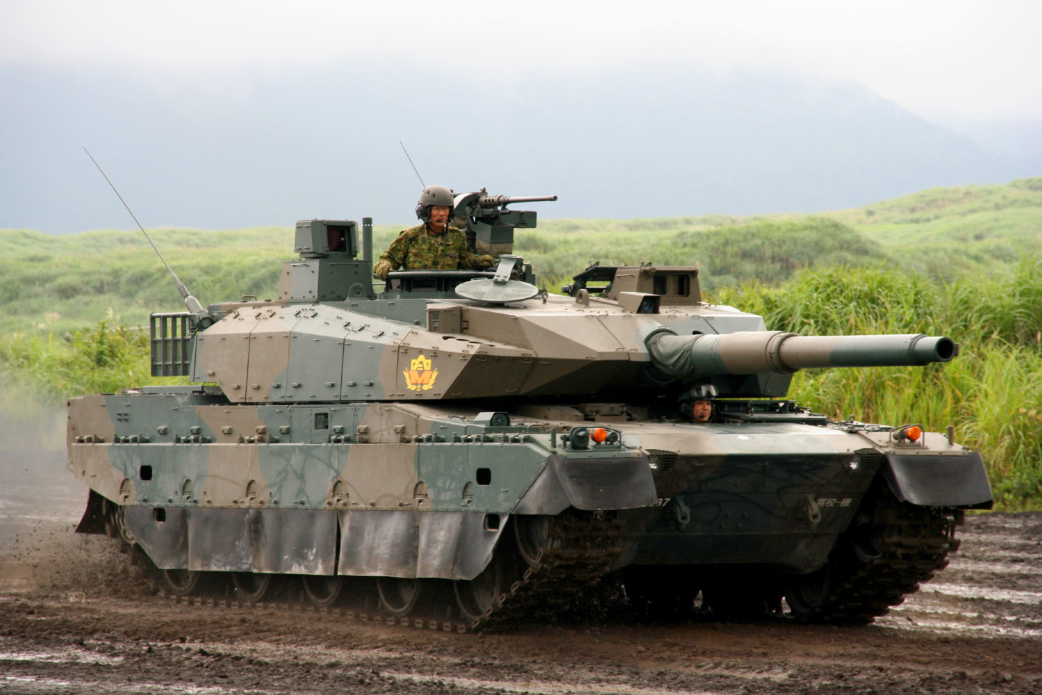 Japanese type 10 main battle tank (mbt) debuts in military exercise