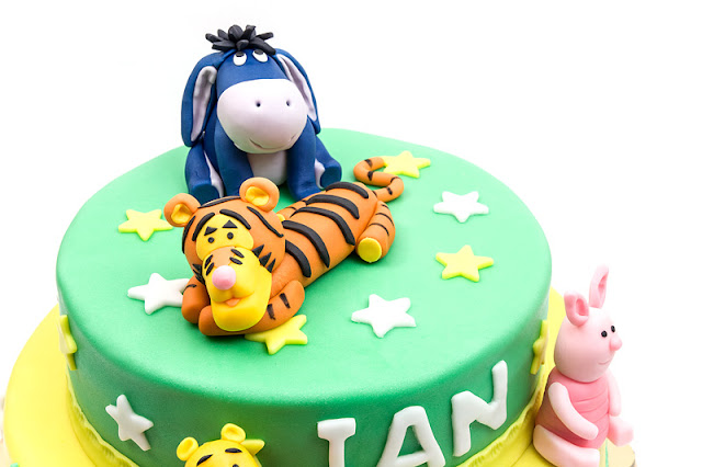 Winnie the Pooh fondant cake focus on top of the cake