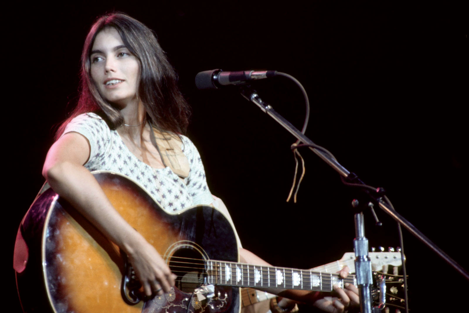 Emmylou Harris: (You Never Can Tell) C'est La Vie