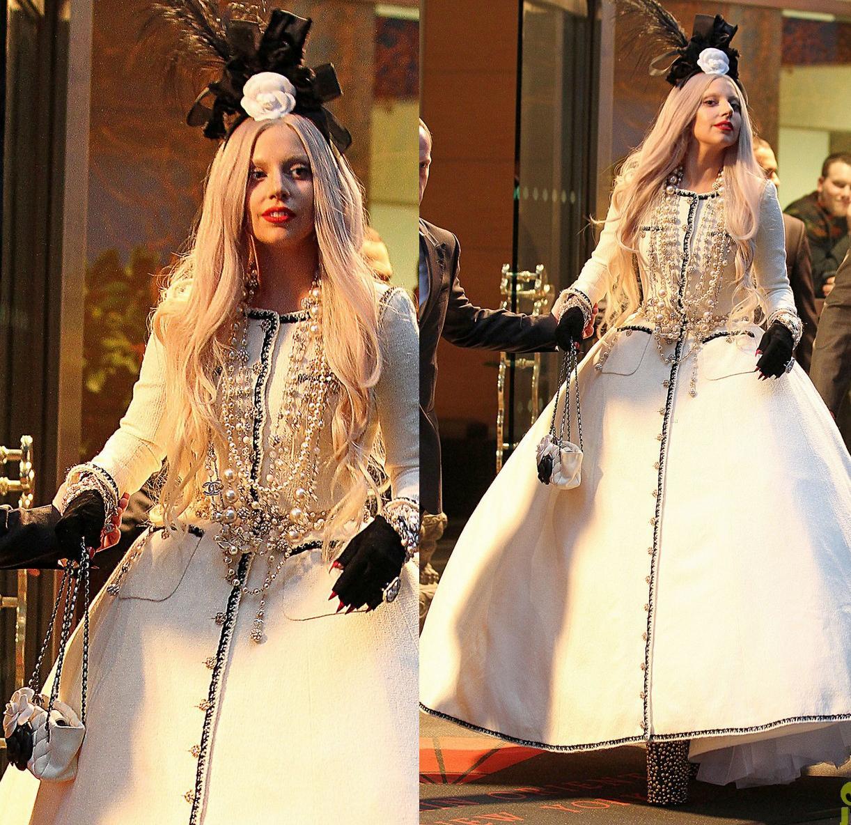 http://4.bp.blogspot.com/-D2QOTIQ_vjQ/Tsthu9OhLGI/AAAAAAAACz8/oDfBHUYdGso/s1600/lady-gaga-ballgown-nyc-03.jpg