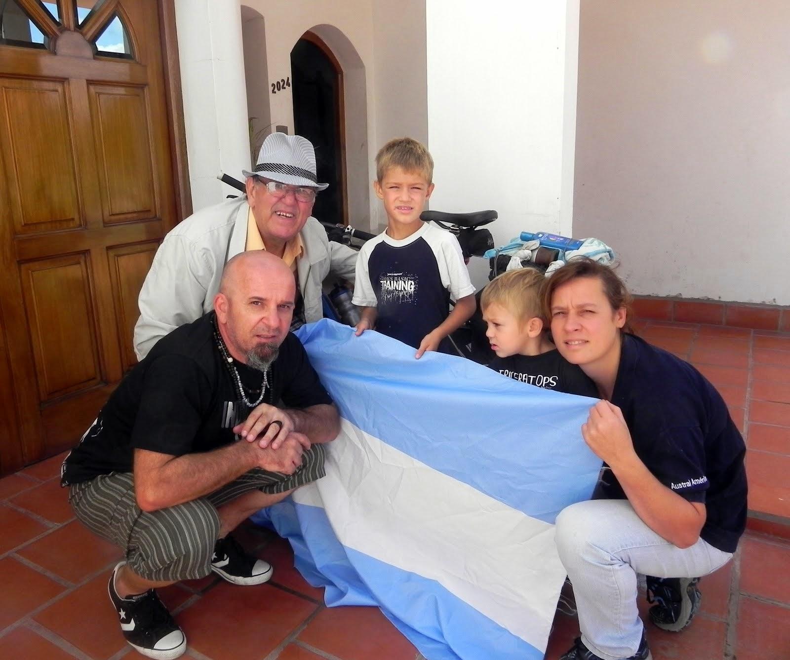 LA HERMOSA FAMILIA DE HUGO