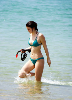 Kendall and Kylie Jenner – Hot Bikini Photos in Thailand [9 pics]