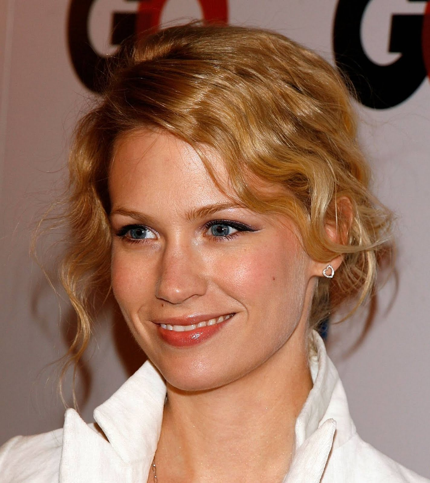 http://4.bp.blogspot.com/-D2W8mGwHy0U/TgBOzo_DBuI/AAAAAAAACSc/sa2iMgX2ZRc/s1600/January-Jones-Latest-Hairstyles-2011-2.jpg