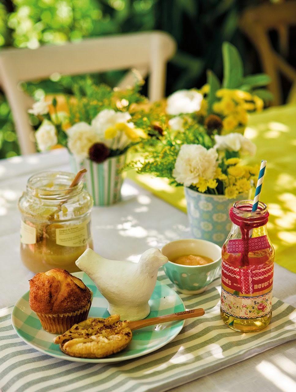 Aranżacja małego tarasu,biało różowa dekoracja balkonu i tarasu ...