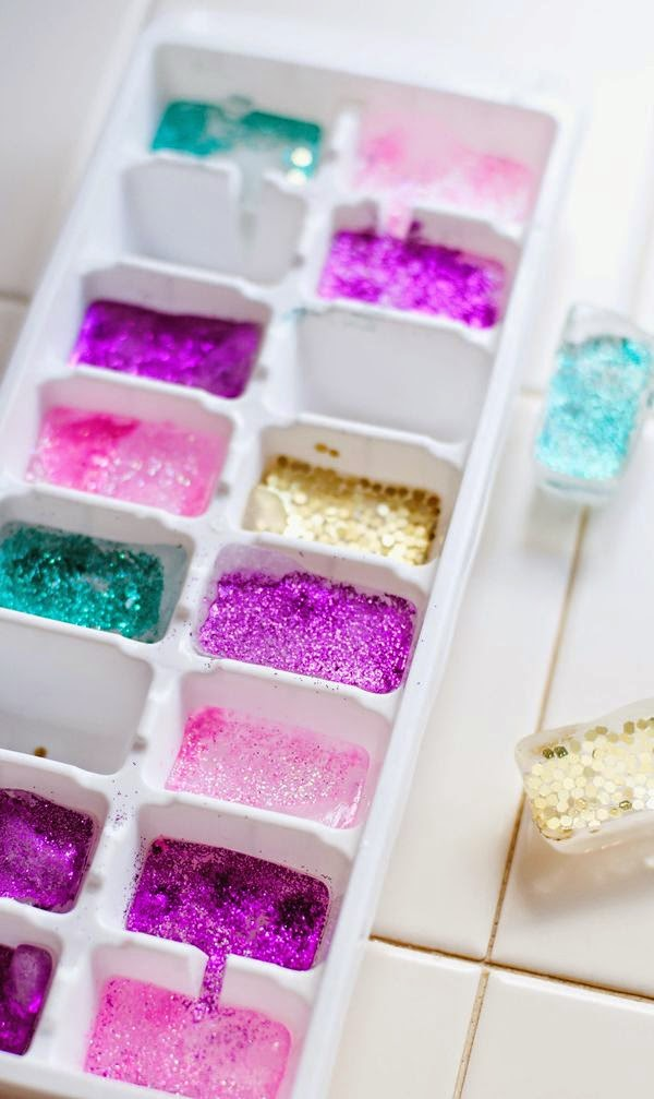 How to Make Glitter Ice Cubes