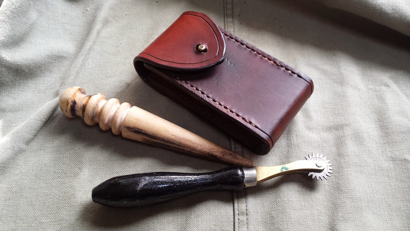 small leather belt pouch handmade handcrafted
