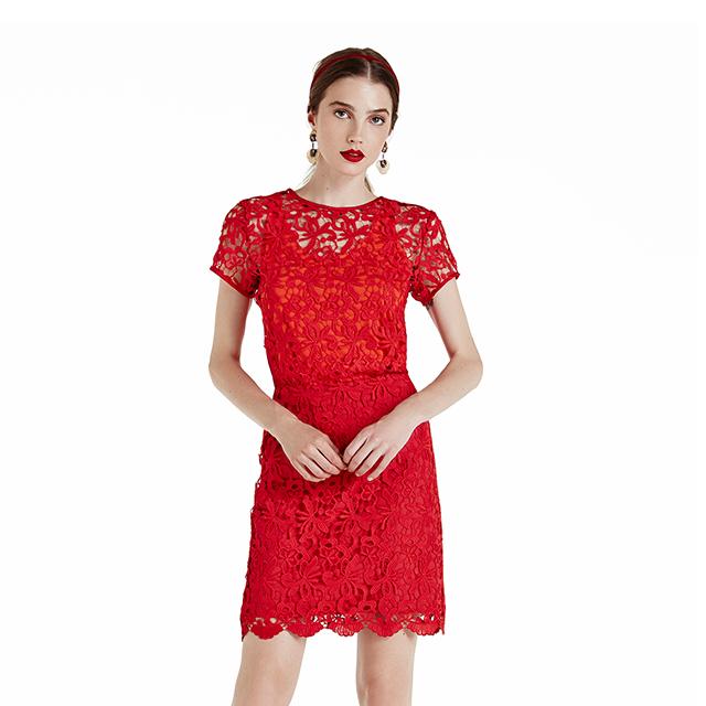 Vestido de renda vermelho riachuelo