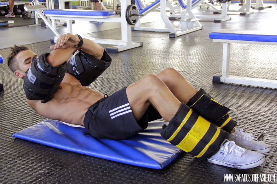 Supra-umbilical - 5 séries de 40 repetições - 10 kg em cada braço - Foto: Marcos Januário