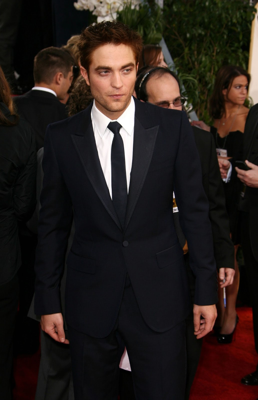 http://4.bp.blogspot.com/-D2v1mu3U6Jk/UPIXvTy6ZdI/AAAAAAAAM1M/Bu9kSegg5gE/s1600/68th-Golden-Globe-Awards-2011-HQ-robert-pattinson-18507951-1651-2560.jpg
