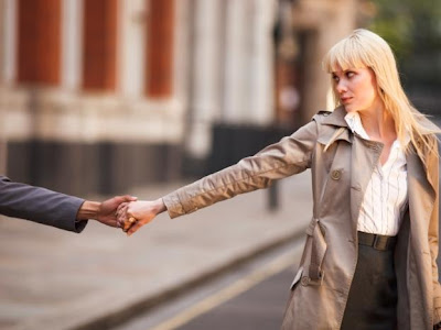 Long-distance-relationship - بعد المسافة هل هو عائق فى الحب - فراق الحبيب - ضياع فقدان الحب