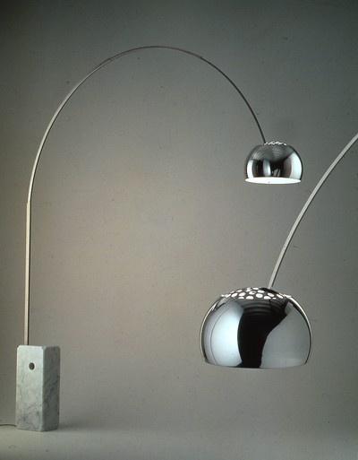 Epifania la lampada arco di achille castiglioni for Lampada arco