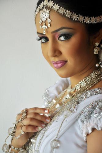 Kandyan Wedding Saree Designs