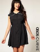 Modelo de vestido preto tamanho grande com detalhe de acabamento bordado na . (vestido preto tamanho grande)