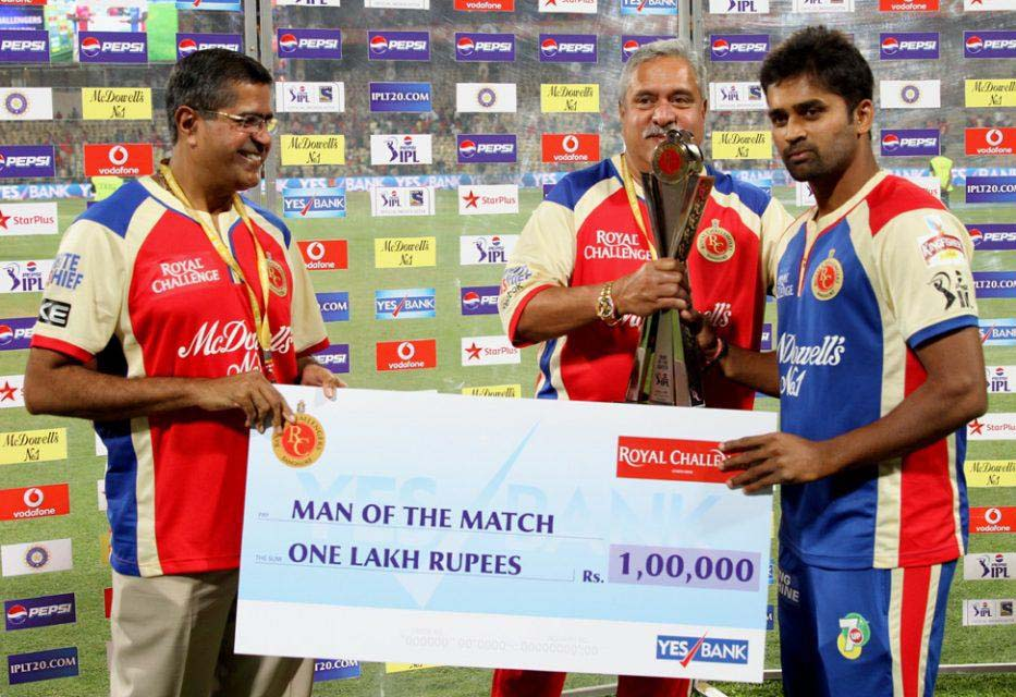 Vinay-Kumar-Man-of-the-Match-RCB-vs-RR-IPL-2013