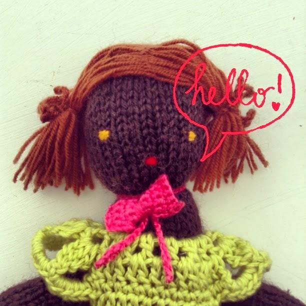 poupée en laine noire
