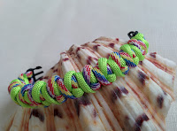 http://auratreasury.blogspot.ca/2015/11/diy-how-to-make-paracord-bracelet-ankle_11.html
