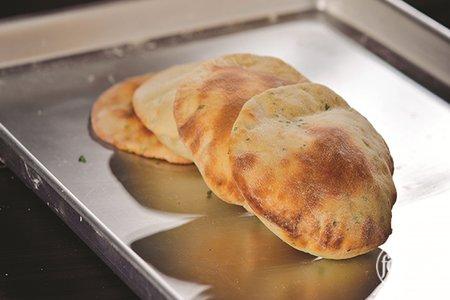 طريقة عمل خبز بجبن العكاوي