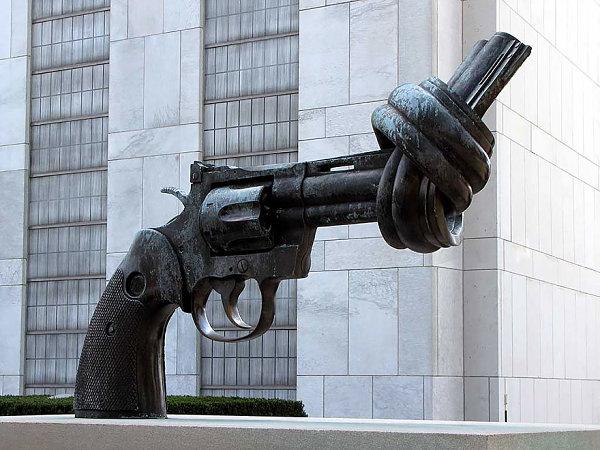 La Pistola Anudada, Turtle Bay, Nueva York, EE.UU.