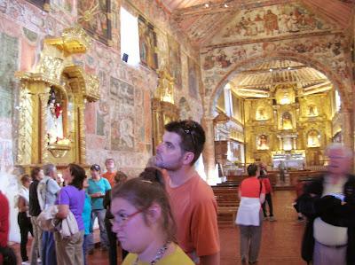 Interior de la Iglesia San Juan Bautista de Huaro, Perú, La vuelta al mundo de Asun y Ricardo, round the world, mundoporlibre.com