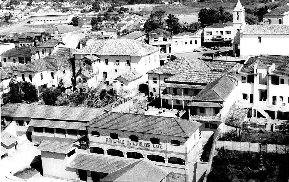 Vista aérea Igreja do Rosario e antigo 9 Batalhão de Infantaria de Barbacena MG