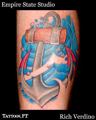 tattoos com Ancora E ondas na Perna