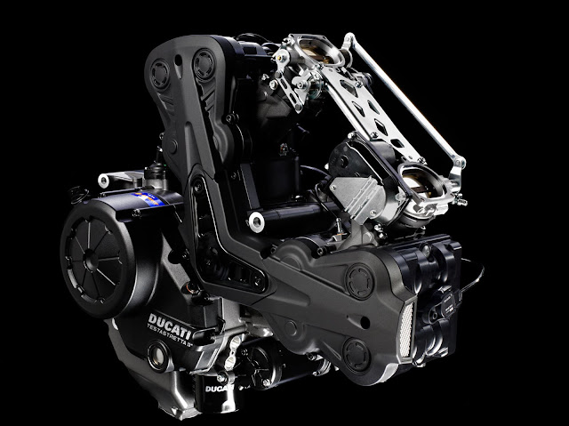 2013-Ducati-Diavel-engine