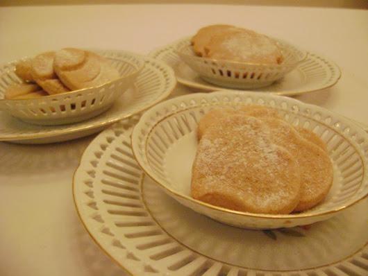 biscoitos  saborizados com canela ,delicados e com um aroma delicioso