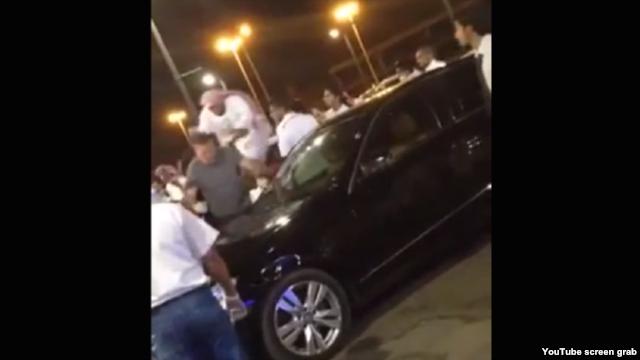 سعودية تصفع عضوا في 'الأمر بالمعروف'.. وردود أفعال مختلفة