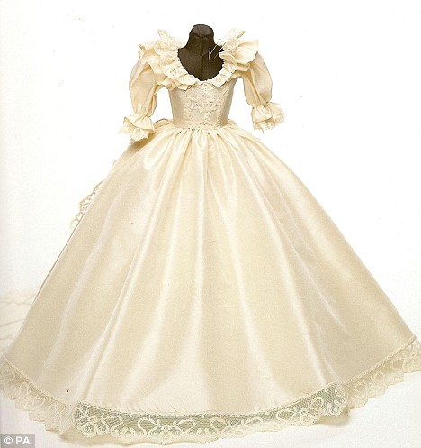 THE WEDDING BLOG DESIGNER THE HUMBLE WEDDING GOWN