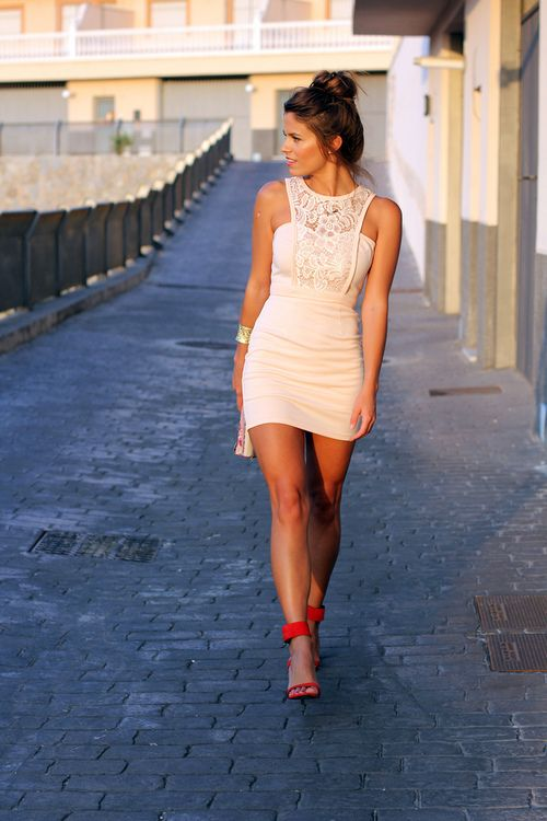 Fantastic little white dress with red sandals