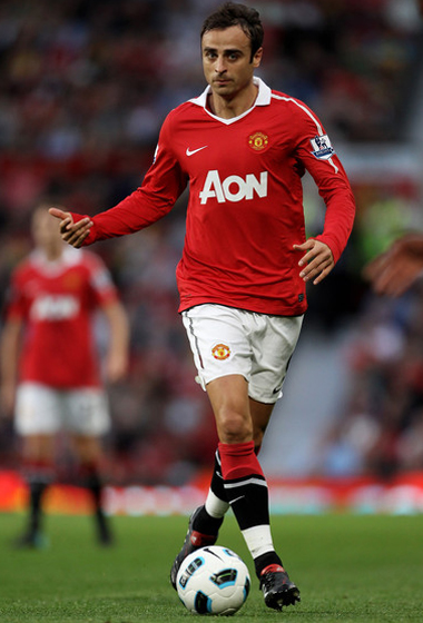 Valencia provides &#163; 12 m funding for the transfer of Berbatov from Manchester United