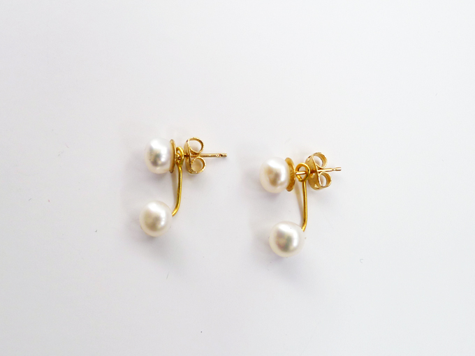 To Wear After Putting On The Stud Part Of Earring Add Hanging Pearl Post Behind Your Ear Lobe Then Back