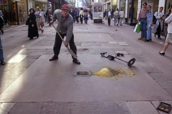 julian beever haciendo pintura en la calle