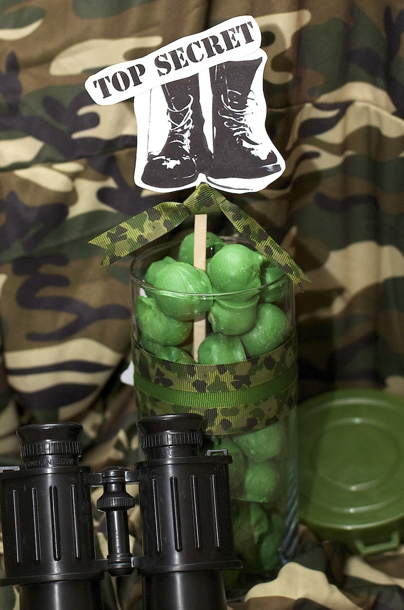 Love laughter decor army proud birthday party for Army decoration ideas