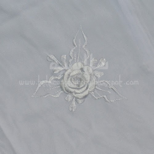 Telekung Vietnam putih sulam bunga timbul