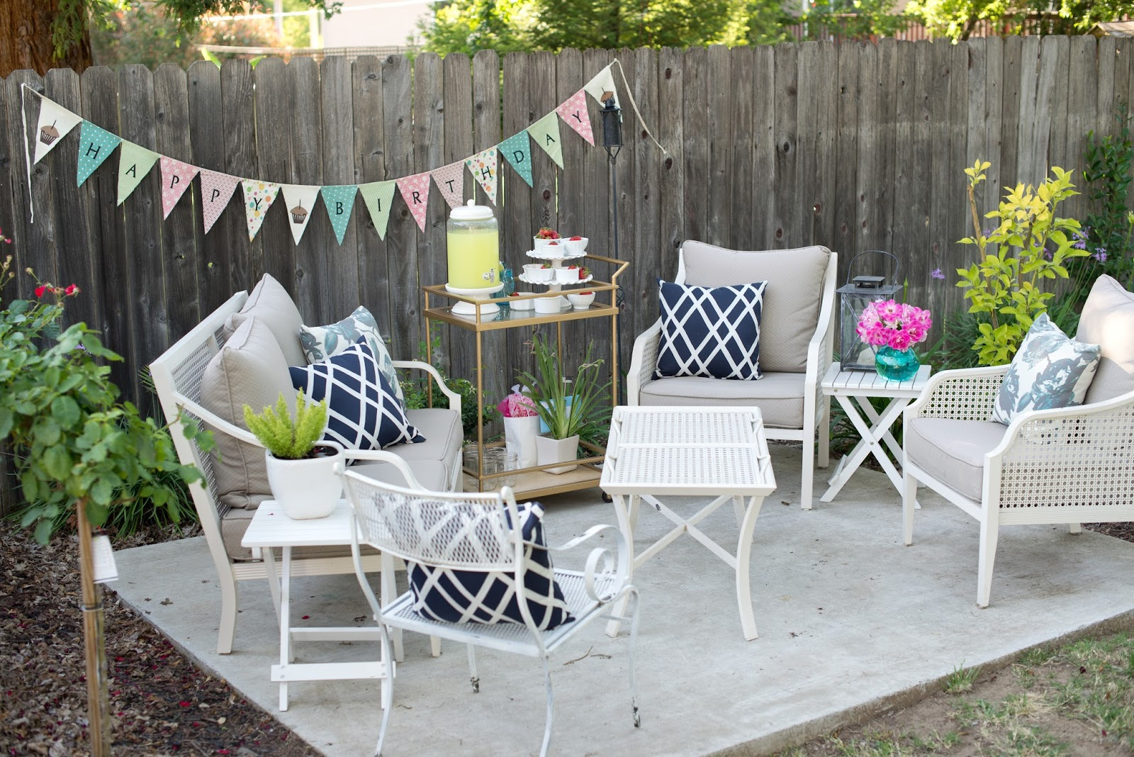 Domestic fashionista backyard al fresco birthday party for Backyard party decoration ideas for adults
